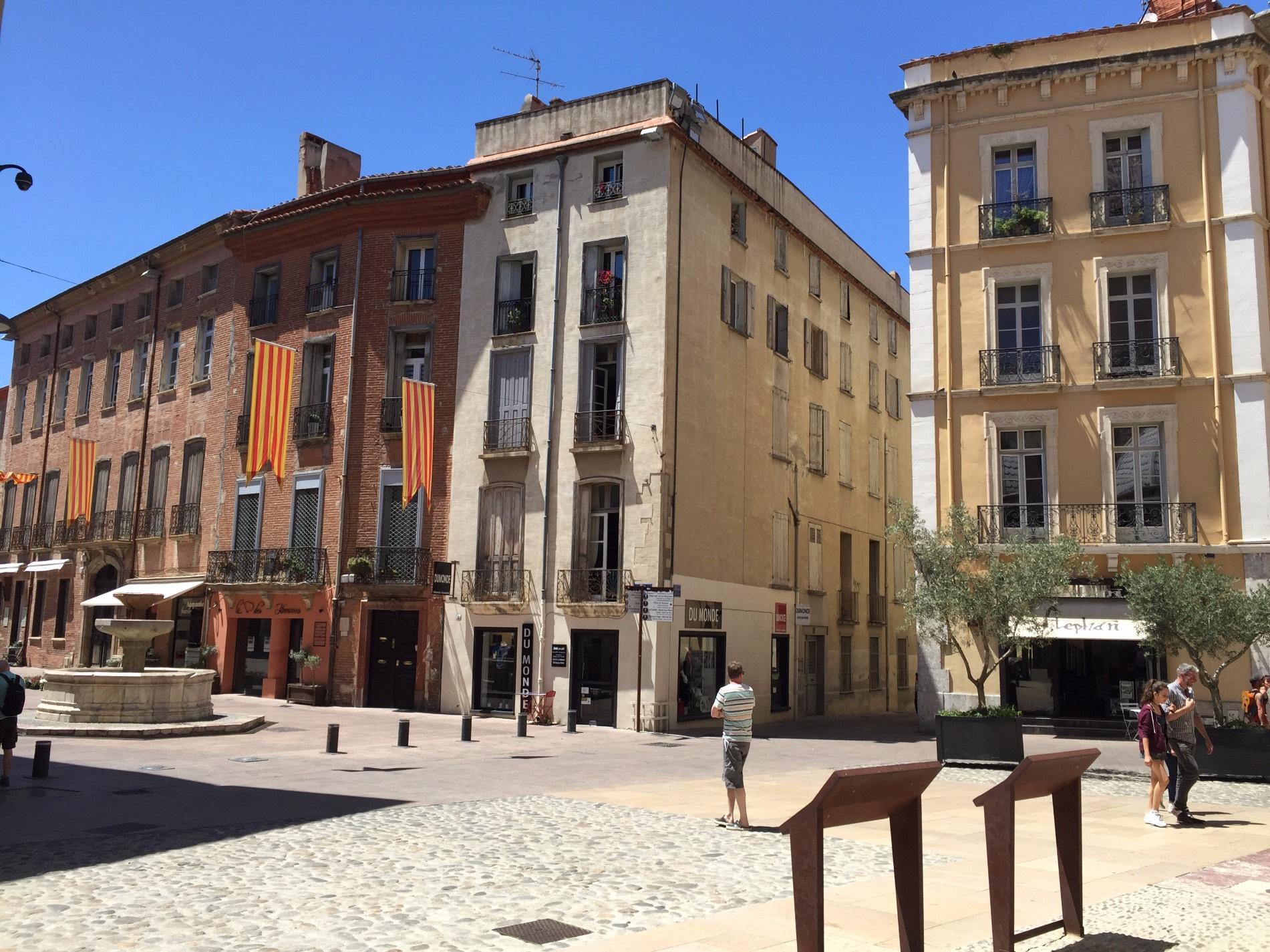 Location location a perpignan centre appartement t2 61m for Location appartement atypique perpignan
